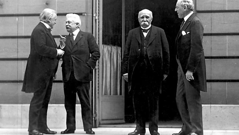 Główni rozgrywający na konferencji paryskiej: premier Wielkiej Brytanii David Lloyd George, premier Włoch Vittorio Emanuele Orlando, francuski premier Georges Clemenceau oraz prezydent USA Thomas Woodrow Wilson