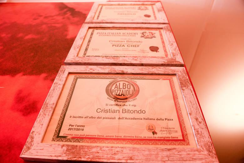 """Cris jest certyfikowanym pizzaiolo (specjalistą od wypieku pizzy, """"pizzermanem"""" - red.)."""