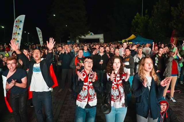 Tak w 2014 roku przeżywali sportowe emocje kibice siatkówki, którzy gromadzili się przed telebimem w strefie kibica, zorganizowanej przed halą widowiskowo-sportową