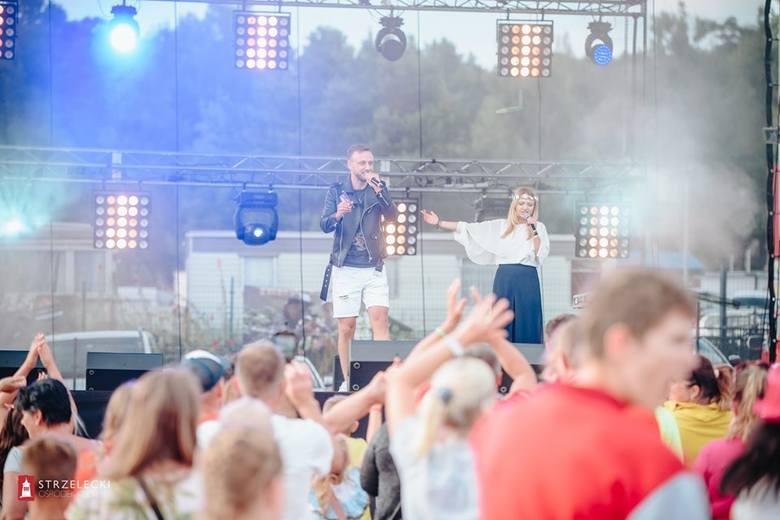Disco Długie Festival był w sobotę 27 lipca. Popularna plaża w Długiem koło Strzelec Kraj. zamieniła się w jeden wielki parkiet taneczny. Jak informuje
