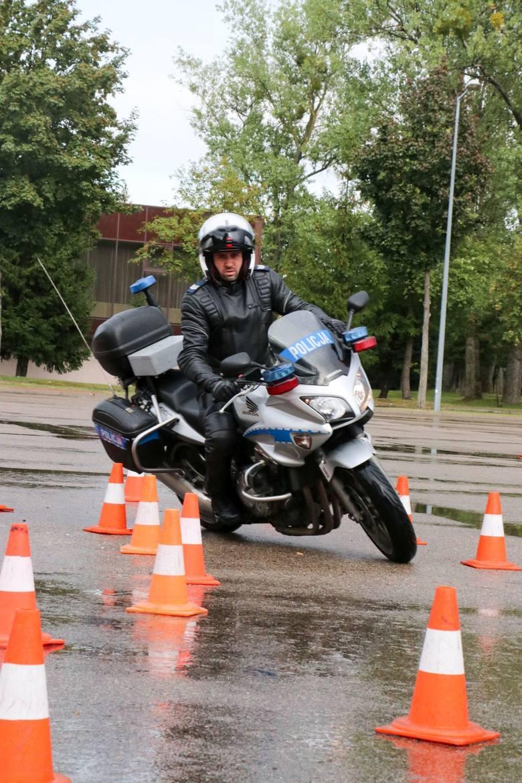 Lubuscy policjanci drogówki potwierdzili swoje umiejętności, wyszkolenie i wiedzę teoretyczną z zakresu ruchu drogowego, zdobywając III miejsce w klasyfikacji