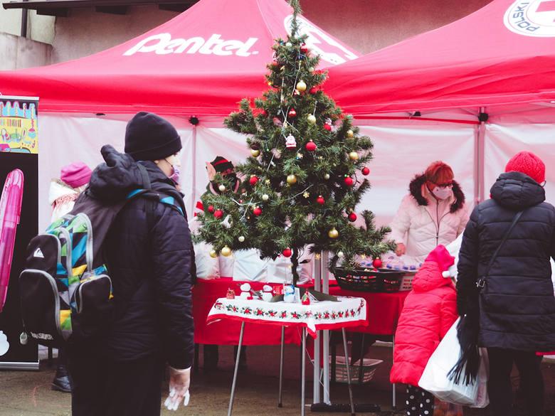 Mimo koronawirusa, na placu panowała świąteczna atmosfera