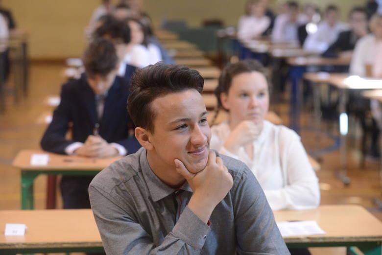 W środę, 18 kwietnia, rozpoczęły się egzaminy gimnazjalne. Dziś uczniowie zmierzyli się z historią, wiedzą o społeczeństwie oraz językiem polskim. W