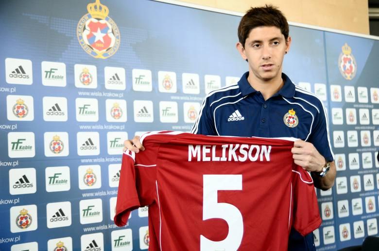 Zawodnikiem Wisły został 31 stycznia 2011 roku, podpisując 4,5-letni kontrakt (krakowski klub pozyskał go na zasadzie transferu gotówkowego). Wcześniej