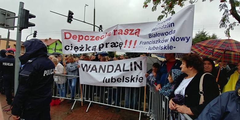 Rolnicy manifestowali w Kraśniku podczas wizyty premiera Morawieckiego