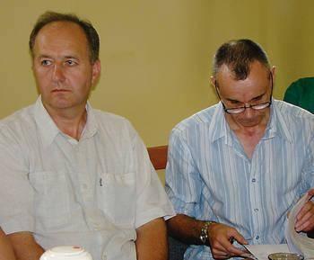 Związkowcy Wiesław Antos (z lewej) i Stanisław Towarek są zdania, że zamiast zatrudniać firmę, należy lepiej zorganizować pracę salowych Fot. Aleksander