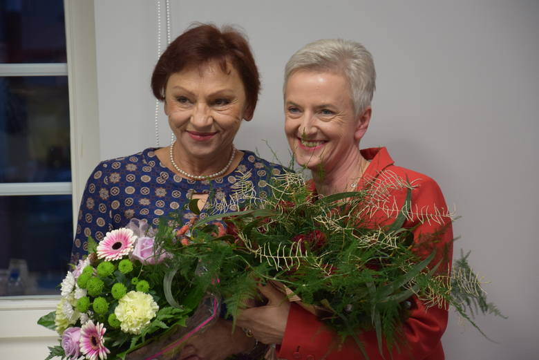 Prezydent Kędzierzyna Sabina Nowosielska (z prawej) dała swoje nazwisko komitetowi, który wygrał wybory do powiatu. Na zdjęciu ze starostą Małgorzatą Tudaj.