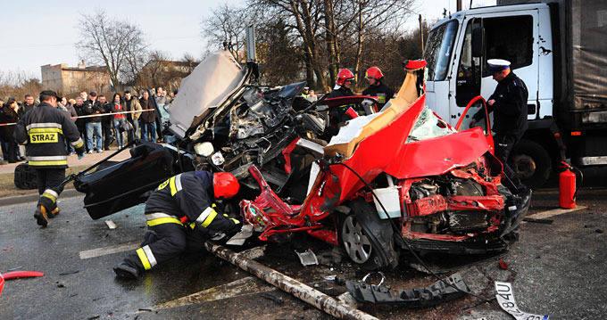 [zdjęcia, wideo] Tragiczny wypadek na rondzie