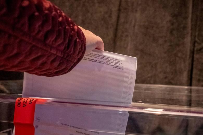 Do pracy w komisjach wyborczych przy nadchodzących wyborach prezydenckich nadal nie zgłosiła się wystarczająca liczba członków. Ostateczny termin upływa