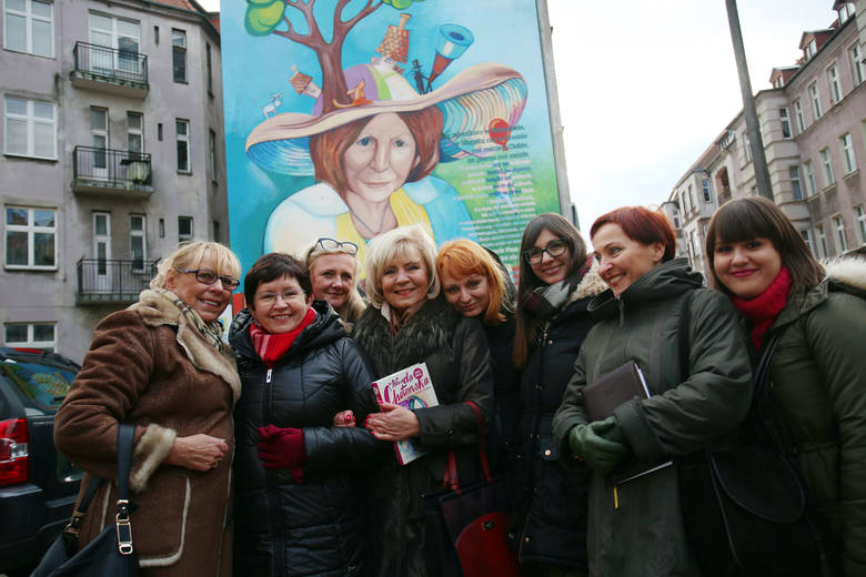 W Słupsku oficjalnie otwarto mural poświęcony Wandzie Chotomskiej