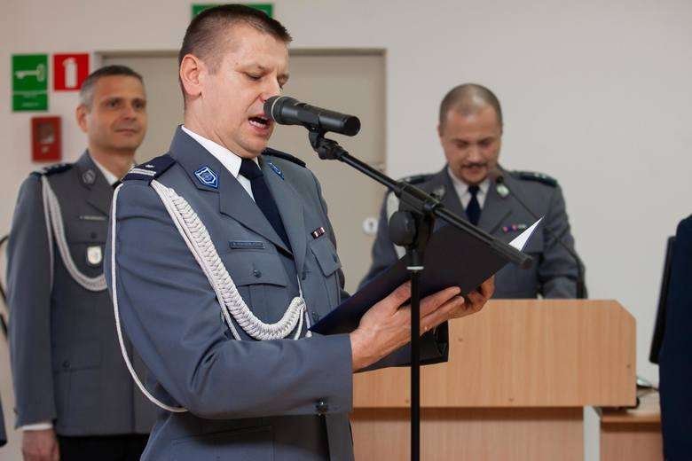 W Komendzie Wojewódzkiej Policji w Bydgoszczy odbyło się uroczyste ślubowanie przyjętych do służby policjantów. W szeregi kujawsko-pomorskiej policji przyjęto 51 policjantów. Po zakończeniu szkolenia podstawowego w Szkole Policji w Pile funkcjonariusze wrócą do naszego województwa: 27 do...