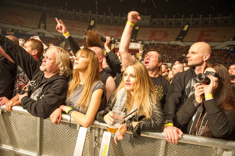 Metalmania 2017 już za nami. Nie zawiedli fani, którzy w liczbie 3,5 tysiąca pojawili się pod sceną. Wśród nich piękne panie - nie tylko faceci lubują