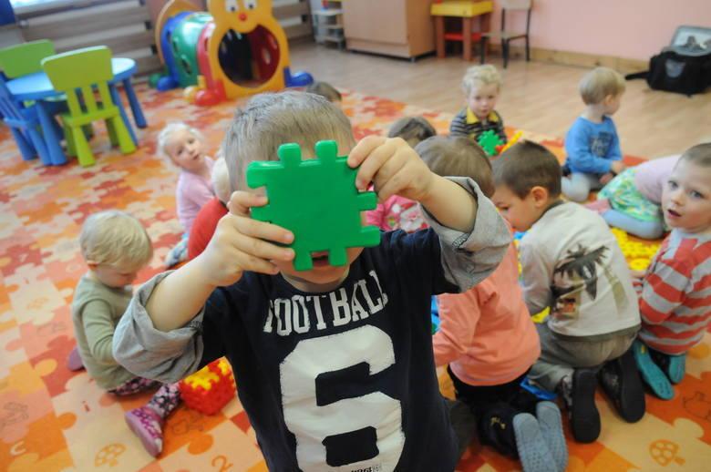 Żłobki i przedszkola otwarte od 19.04 Już wcześniej, bo od poniedziałku, 19.04.2021 roku dzieci mogą wrócić do przedszkoli i żłobków. Te restrykcje zostały