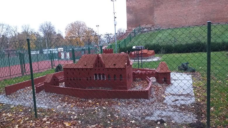 Park Miniatur Zamków Krzyżackich otwarty będzie od poniedziałku do soboty, między godz. 10 a 19, a w niedzielę od godz. 11 do 19