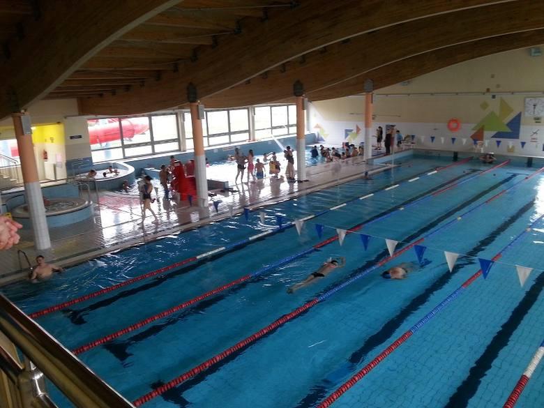 Horror na basenie. Dysza zassała 9-letnią dziewczynkę podczas pływania [ZDJĘCIA, FILM]