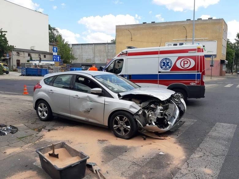 Do groźnie wyglądającego wypadku doszło w Łodzi we wtorek (2 lipca), na skrzyżowaniu ulic Curie - Skłodowskiej z Żeromskiego. Wypadek spowodował mężczyzna