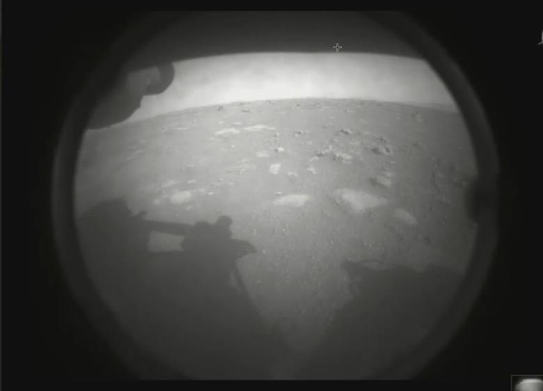Lądowanie na Marsie [RELACJA] Łazik Perseverance 18 lutego 2021 r. wylądował na Marsie - zobacz jak wygląda. Misja MARS 2020