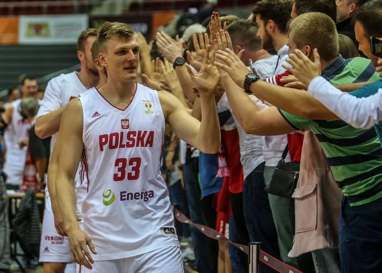Karol Gruszecki - koszykarz występujący na pozycji rzucającego obrońcy lub niskiego skrzydłowego, obecnie zawodnik Polskiego Cukru Toruń.