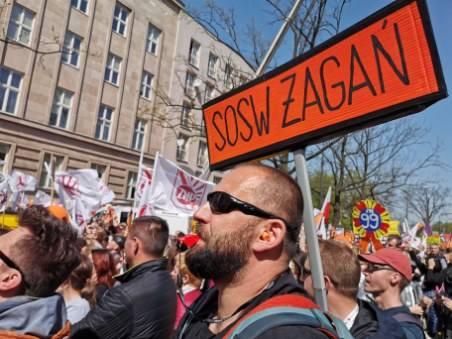 STRAJK NAUCZYCIELI 2019. Lubuscy nauczyciele strajkują w Warszawie. Chcą walczyć o godną płacę i pracę. Nie zamierzają zawieszać strajku