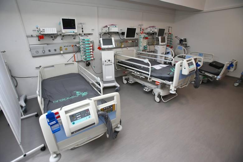 Jak podaje resort zdrowia, kwarantanną objętych jest ponad 156 tysięcy osób.