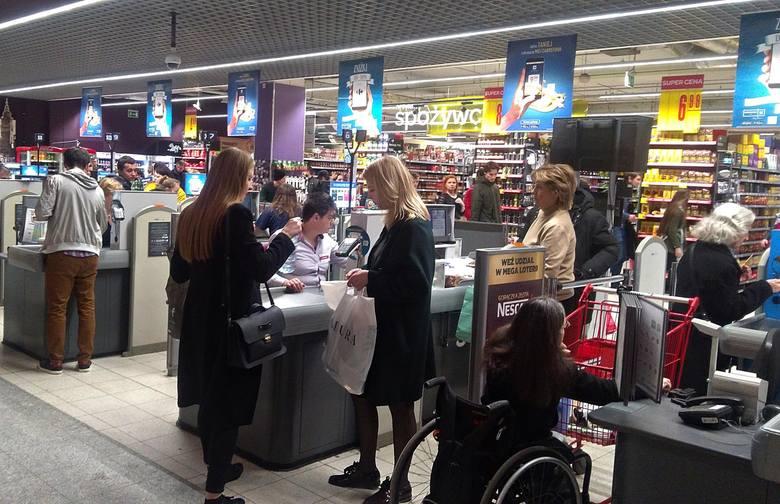 Coraz większa popularność płatności bezgotówkowych w Polsce wynika ze zmieniających się zachowań konsumentów.