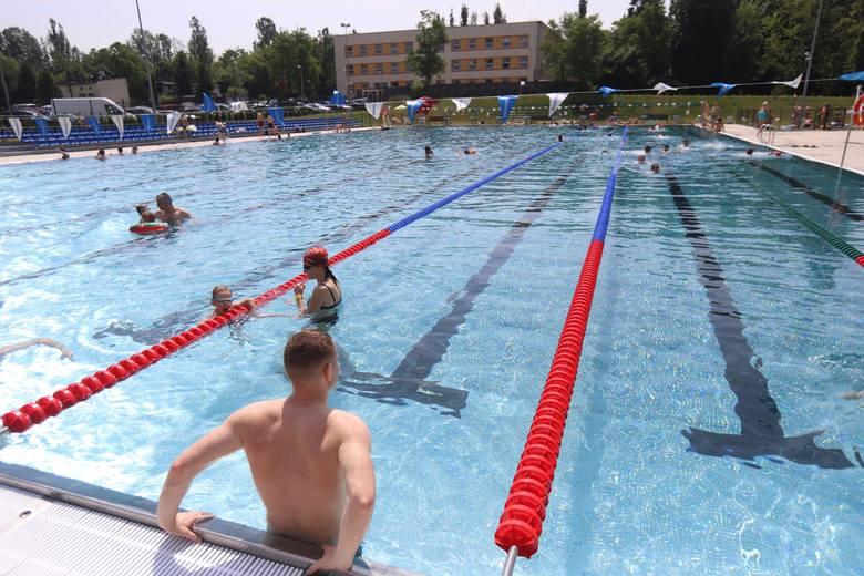 Rozpoczął się sezon kąpieliskowy 2020. W tym roku kąpiel utrudnia epidemia koronawirusa. W związku z tym niektóre baseny i pływalnie nadal są nieczynne,