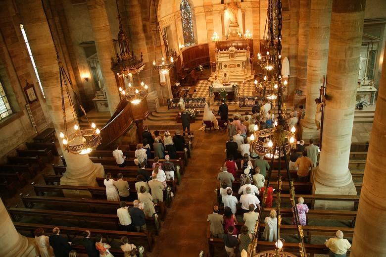 Nowy dokument to Dekret ogólny Konferencji Episkopatu Polski o przeprowadzaniu rozmów kanoniczno-duszpasterskich z narzeczonymi przed zawarciem małżeństwa