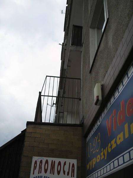 Jednym z najgłupszych pomysłów administracji było skrócenie tarasów, by nie wystawały przed balkony z wyższych pięter.