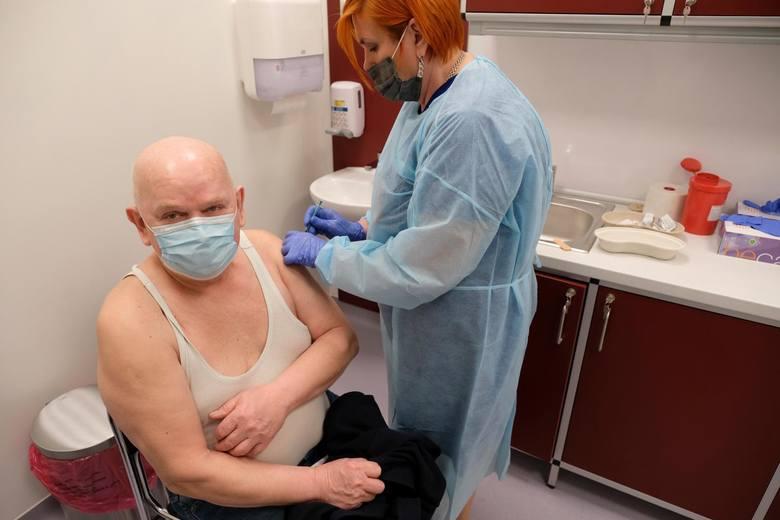 06.04.2021 torun wojewodzki zespolony specjalistyczny szpital na bielanach szczepienia przeciw covid-19 covid koronawirus covid-19 szczepienie szczepienia