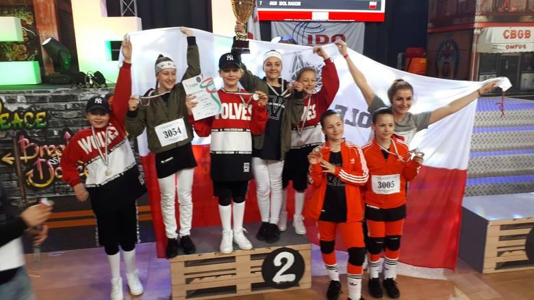 W drugim dniu mistrzostw Europy International Dance Organization w Rimini, bydgoscy tancerze powiększyli swój dorobek medalowy o kolejne trzy krążki,