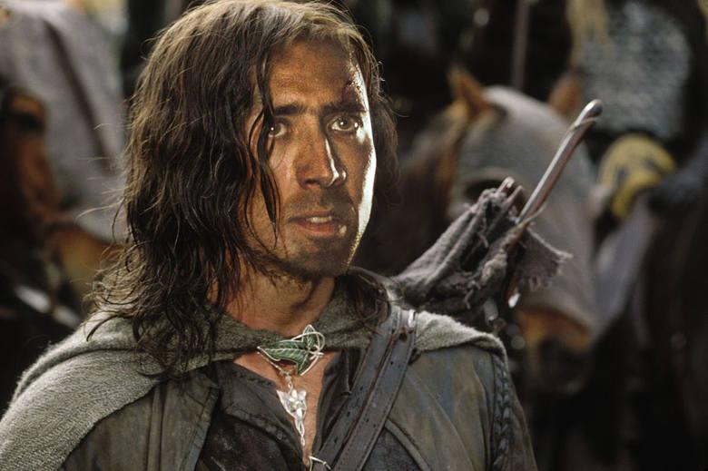 Pierwotnie w roli Aragorna miał wystąpić Nicolas Cage. Aktor jednak zrezygnował, rola zaś wcale nie trafiła od razu do Viggo Mortensena. Peter Jackson