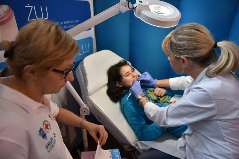 Od wczoraj w każdej szkole powinny działać gabinety stomatologiczne. Ale kasy na nie brak. Jak sytuacja wygląda w regionie?Czytaj więcej na kolejnych