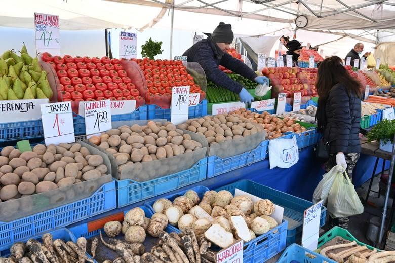 W piątek 2 kwietnia, tuż przed Wielkanocą ceny na kieleckim targowisku nieco poszły w górę. Bardzo drogie były papryka, kalafiory, nieco zdrożały ziemniaki.