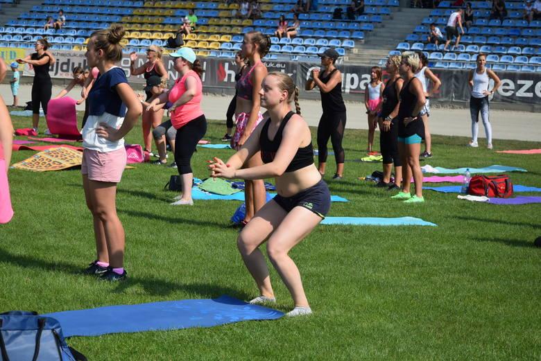"""Ewa Chodakowska miała trening w Gorzowie. Setki osób ćwiczyło na """"Jancarzu"""" dla chorej Zuzi"""