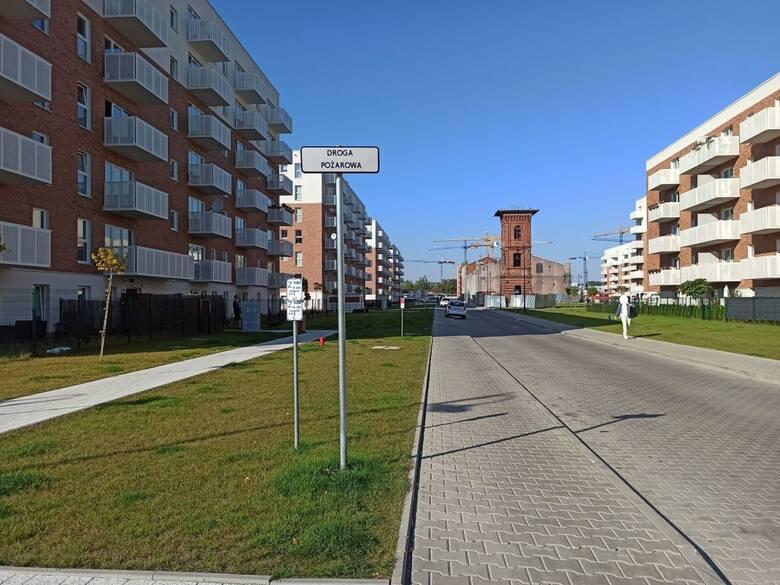 Miejsca parkingowe przeznaczone dla osób niepełnosprawnych i droga pożarowa zastawione! Straż miejska podjęła działania w związku z nieprawidłowym parkowaniem