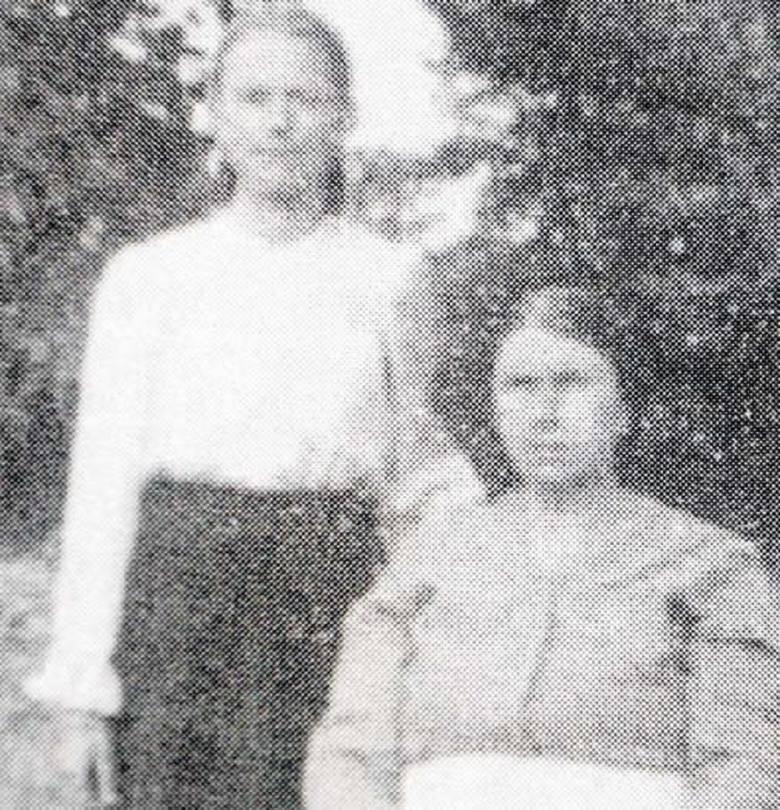 Pani Halina Paszyńska w wieku lat 16 i obecnie. Lubi wracać wspomnieniami do przeszłości.