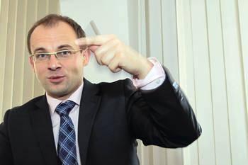 Dr Arkadiusz Radwan, prezes Centrum C-Law.org, wykładowca Uniwersytetu Ekonomicznego w Krakowie, stypendysta m.in. Fundacji Nauki Polskiej i Hertie-Stiftung,
