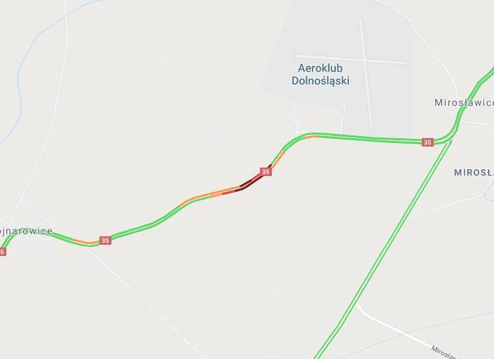 Tragiczny wypadek na drodze Wrocław - Świdnica. Samochód uderzył w drzewo, kierowca nie żyje