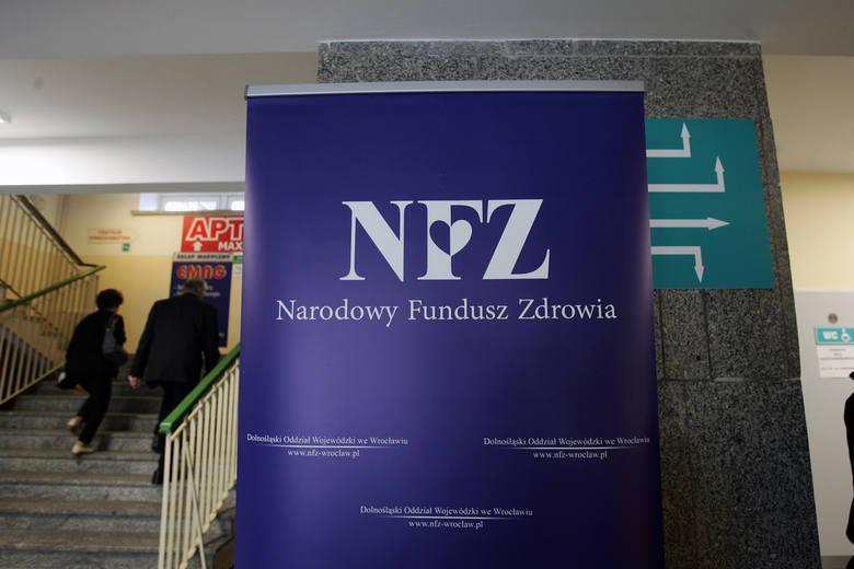 Z NFZ wyłudzono miliony złotych. Na ławie oskarżonych zasiądzie aż 49 osób.