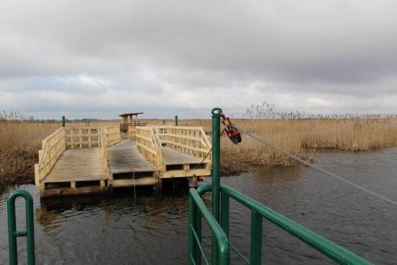 Kładka Waniewo-Śliwno jest czynna. Podniósł się nieznacznie poziom wody w Narwi (ZDJĘCIA)