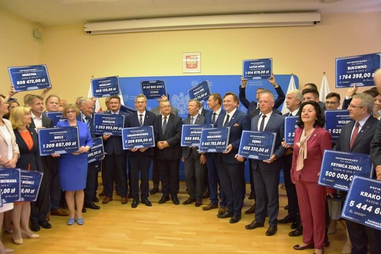 Blisko 100 milionów złotych na drogi gminne i powiatowe w Małopolsce. Sprawdź, na które drogi są pieniądze