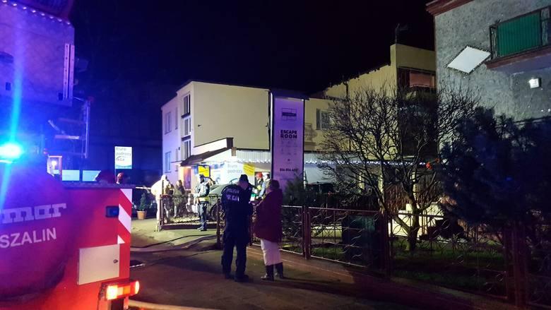 Przed godziną 18 wybuchł pożar w escape roomie przy ulicy Piłsudskiego w Koszalinie. Pali się trzykondygnacyjny budynek przy ulicy Piłsudskiego w Koszalinie.