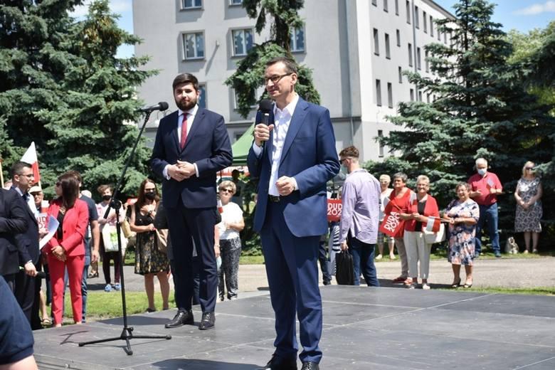 Premier Mateusz Morawiecki wręczył symboliczne czeki samorządowcom w Chełmie. Zobaczcie zdjęcia
