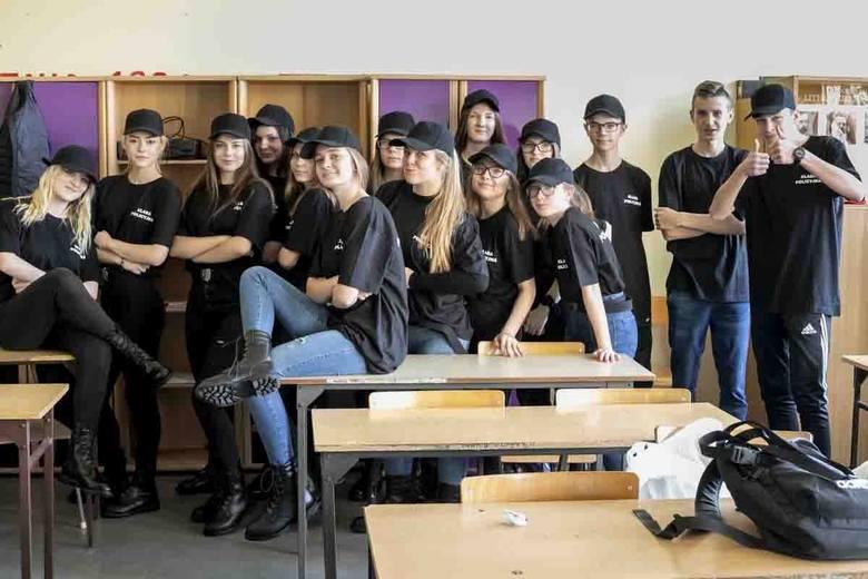 Swoje pierwsze sorty mundurowe otrzymali uczniowie klasy pierwszej w Zespole Szkół Ponadgimnazjalnych nr 1 (Chemik) w Inowrocławiu. Od kilku lat szkoła