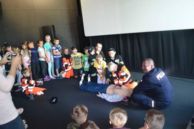 Mali strażacy z Brynicy będą uczyć jak ratować innych. Nagrali film edukacyjny