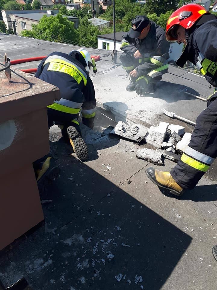 Strażacy mieli w ostatnich dniach bardzo dużo pracy. Interweniowali przy pożarach - dachu, samochodu, usuwali powalone drzewa i wypompowywali wodę z
