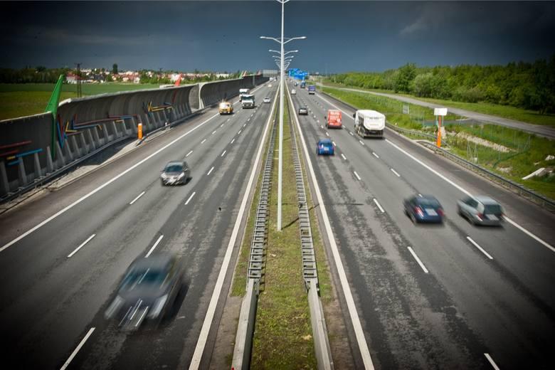 Na całym odcinku autostradowej obwodnicy Wrocławia przebiegającym przez teren miasta ma zostać wprowadzony odcinkowy pomiar prędkości - ustalił portal