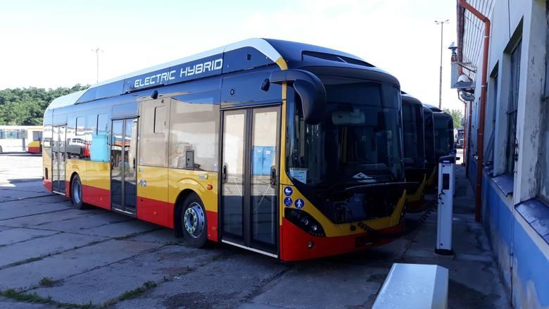 Siedem hybrydowych pojazdów już jest w Grudziądzu, ale nie wożą jeszcze pasażerów. Na razie trwają testy. Autobusy będą jeździły na linii nr 18 czyli