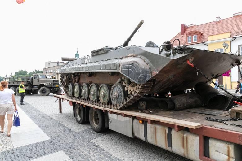 Pokaz sprzętu militarnego na Rynku Kościuszki