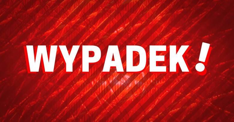 Wypadek w Gdyni na obwodnicy Trójmiasta 15.10.2019. Za węzłem Chwarzno zderzyły się trzy samochody. Trzy osoby ranne